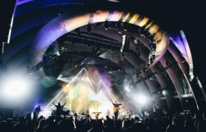 Hillsong NYC. The Hillsong laser gospel. A=n emporium of soul-power with zero Holy Spirit.